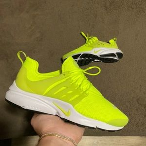 nike presto size 9 in 10/10 condition brand new !